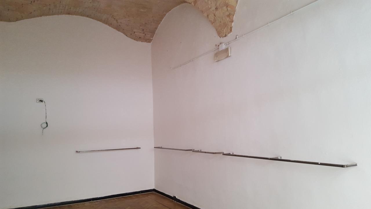 Negozio / Locale in affitto a Parma, 2 locali, prezzo € 800 | Cambio Casa.it