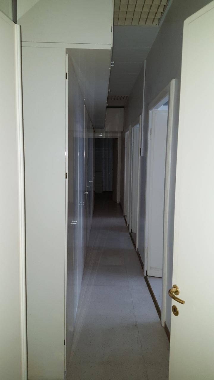 Corridoio con archivio 4.jpg
