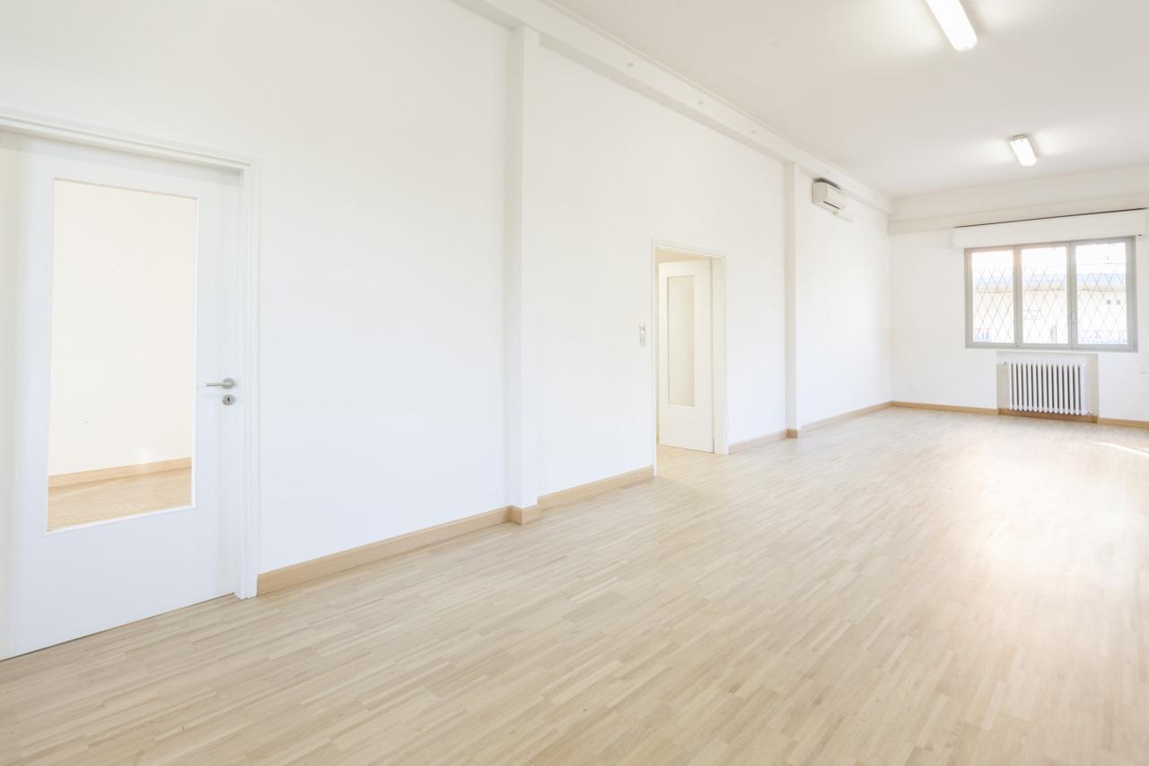 affitto locale commerciale bologna 4 155  1.600 €