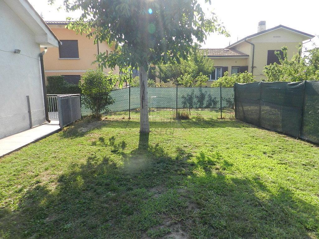 Soluzione Indipendente in affitto a Capannori, 4 locali, prezzo € 650 | CambioCasa.it