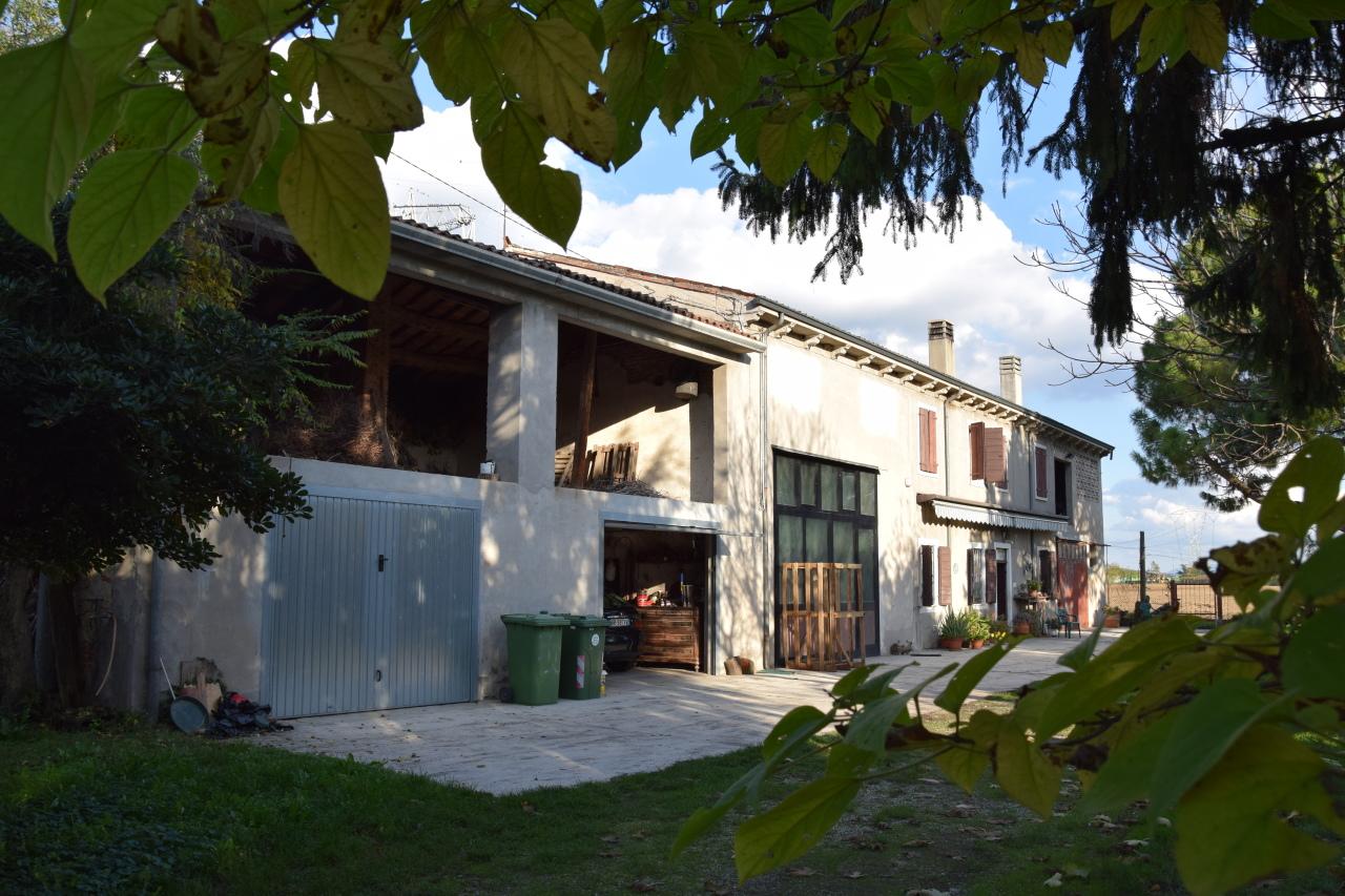 Rustico / Casale in vendita a Arcole, 10 locali, prezzo € 185.000 | Cambio Casa.it