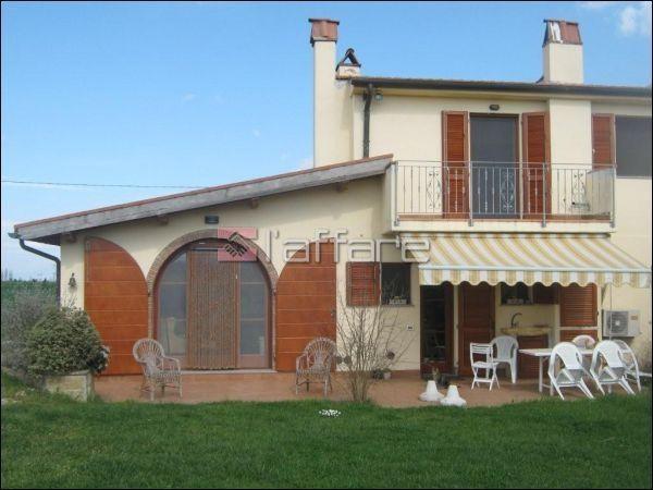 Rustico / Casale in vendita a Fauglia, 5 locali, prezzo € 278.000 | CambioCasa.it