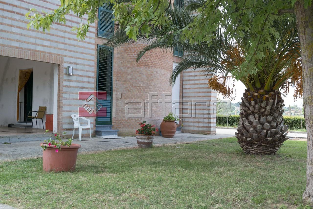 Villa in vendita a Ponsacco, 8 locali, prezzo € 380.000   Cambio Casa.it