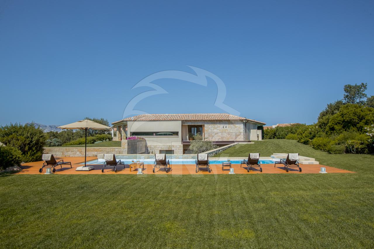 Villa in vendita a San Teodoro, 8 locali, prezzo € 2.200.000 | CambioCasa.it