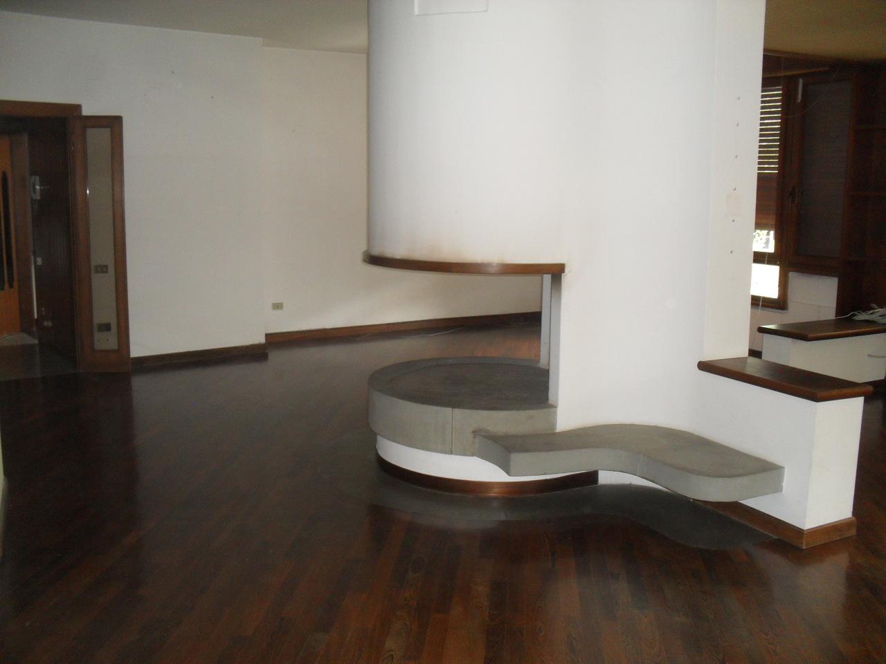 Appartamento in affitto a Pontedera, 6 locali, prezzo € 900   Cambio Casa.it