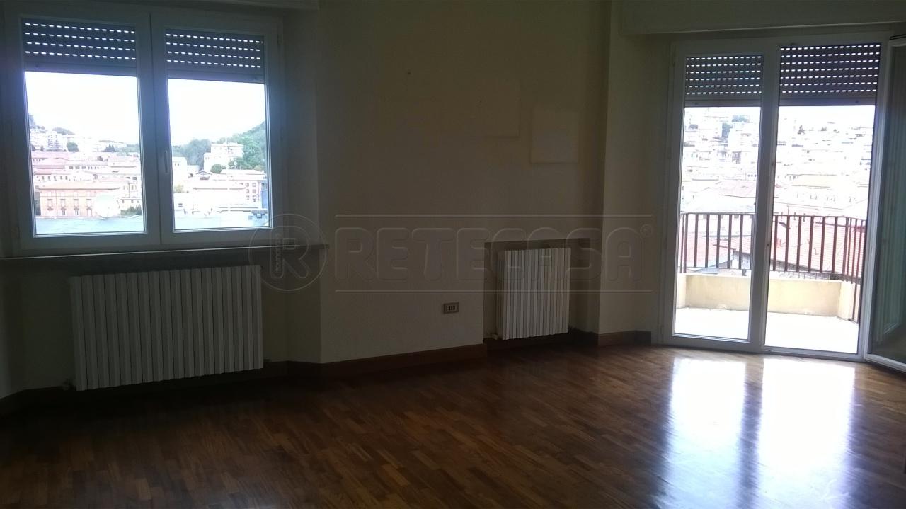 Appartamento in vendita a Ancona, 5 locali, prezzo € 300.000 | Cambio Casa.it