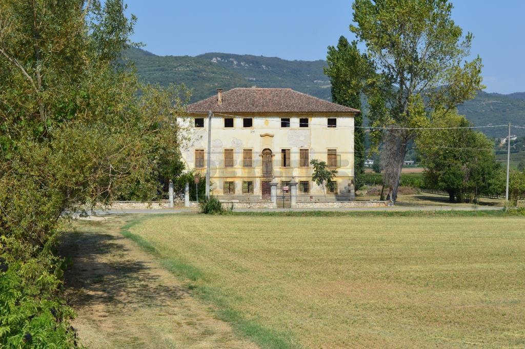 Villa in Vendita a Barbarano Vicentino