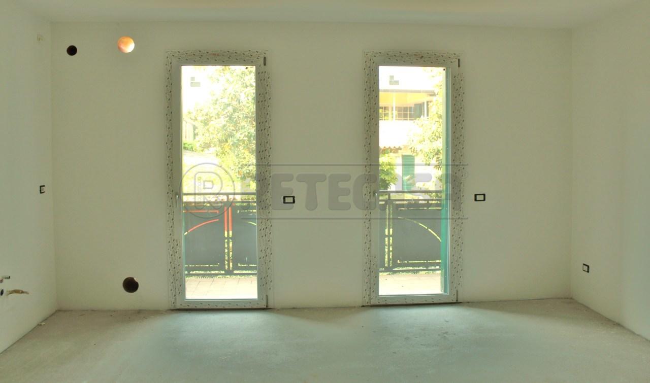 Appartamento in vendita a Padova, 5 locali, prezzo € 185.000 | Cambio Casa.it