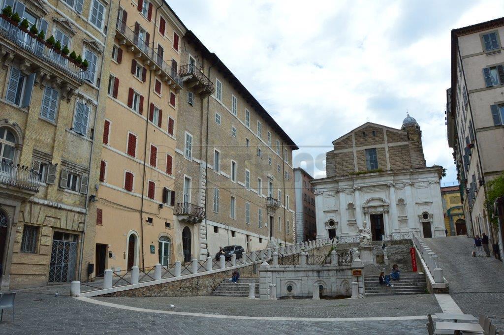 Bilocale Ancona Via Pizzecolli 4