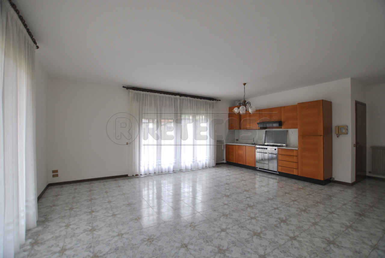 Appartamento in affitto a Cornedo Vicentino, 4 locali, prezzo € 450 | Cambio Casa.it