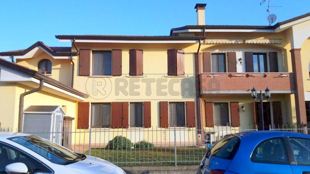 Appartamento in vendita a Dosolo, 9999 locali, prezzo € 145.000 | Cambio Casa.it