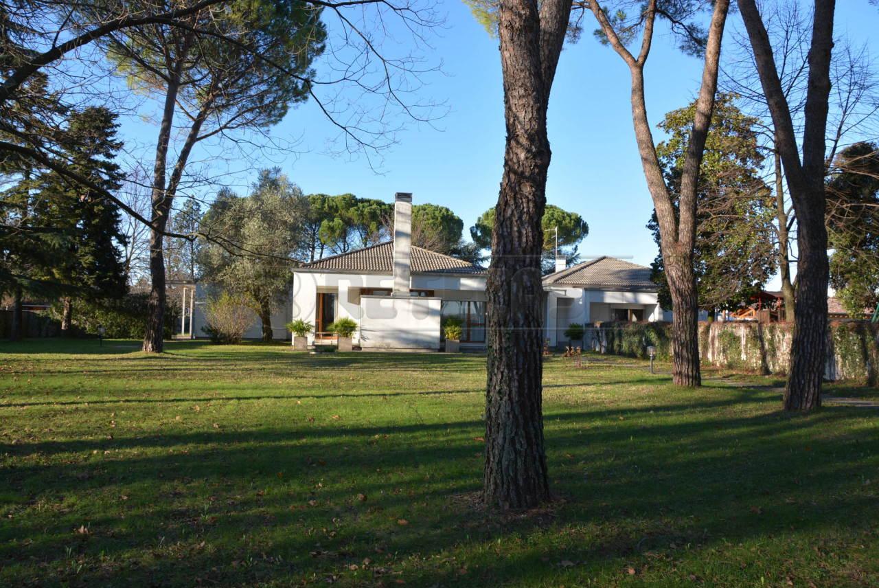 Villa in vendita a Romans d'Isonzo, 15 locali, Trattative riservate | Cambio Casa.it