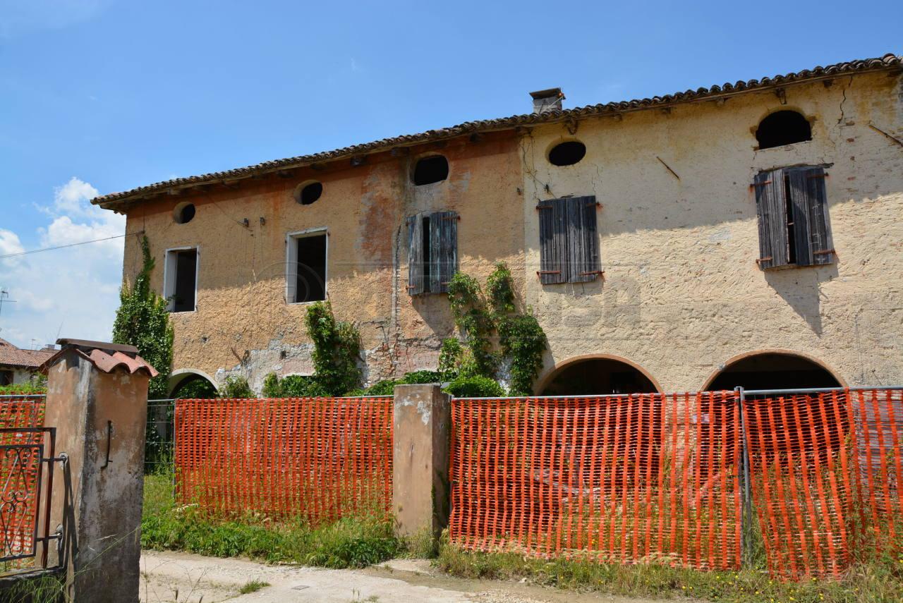 Rustico / Casale in vendita a Gonars, 17 locali, prezzo € 89.000 | Cambio Casa.it