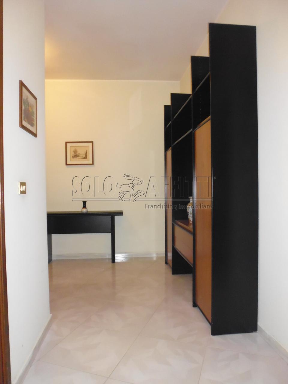 Affitto appartamento bilocale arredato 70 mq for Affitto trani arredato