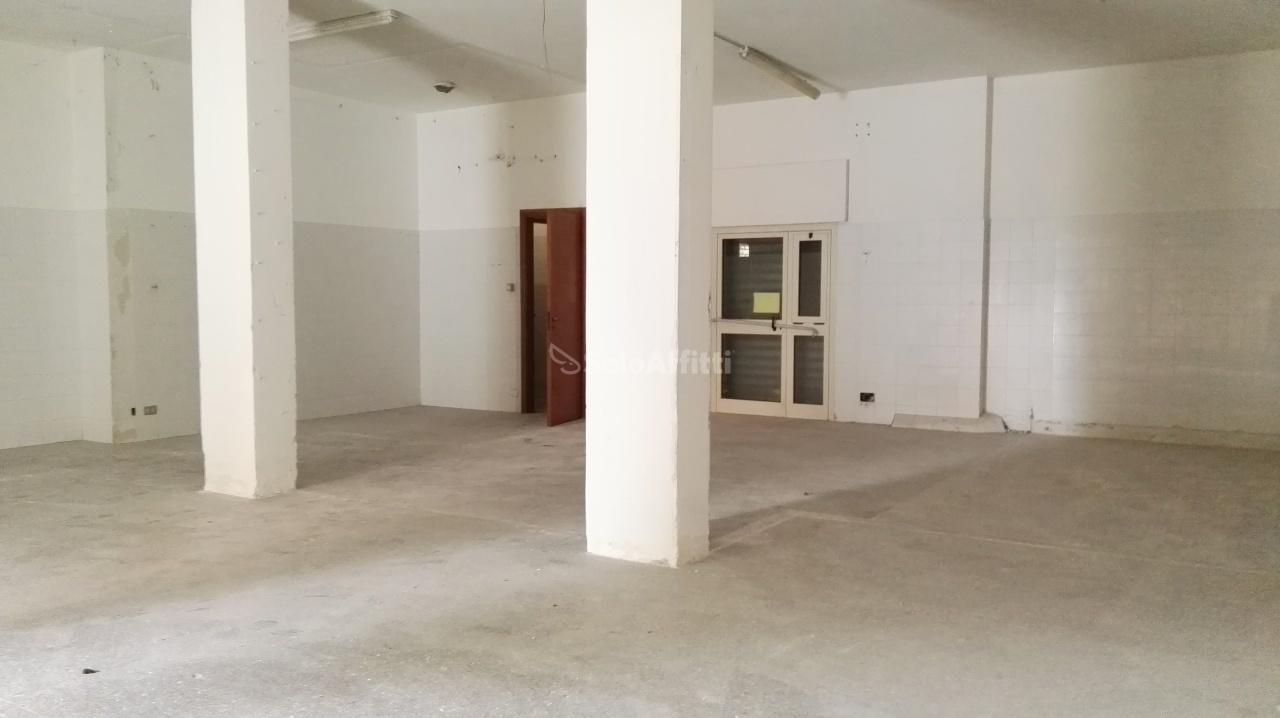 Negozio / Locale in affitto a Pescara, 1 locali, prezzo € 1.500 | Cambio Casa.it
