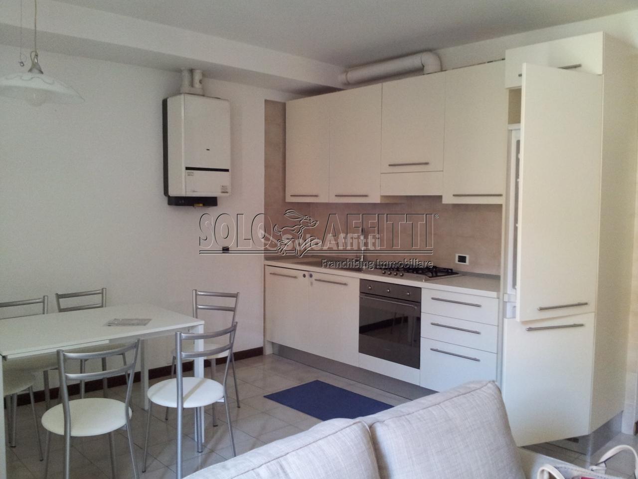 Appartamento trilocale in affitto a lecco centro storico for Affitto lecco arredato