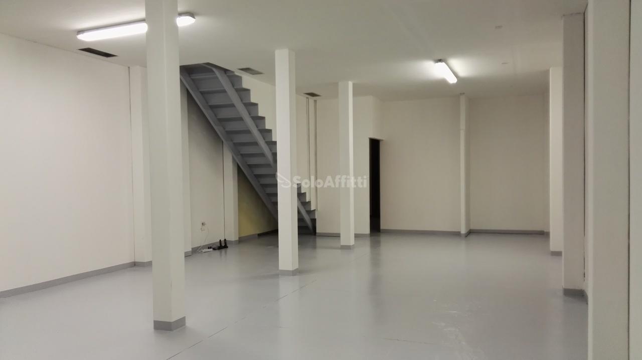Capannone in affitto a Montesilvano, 3 locali, prezzo € 1.000 | CambioCasa.it