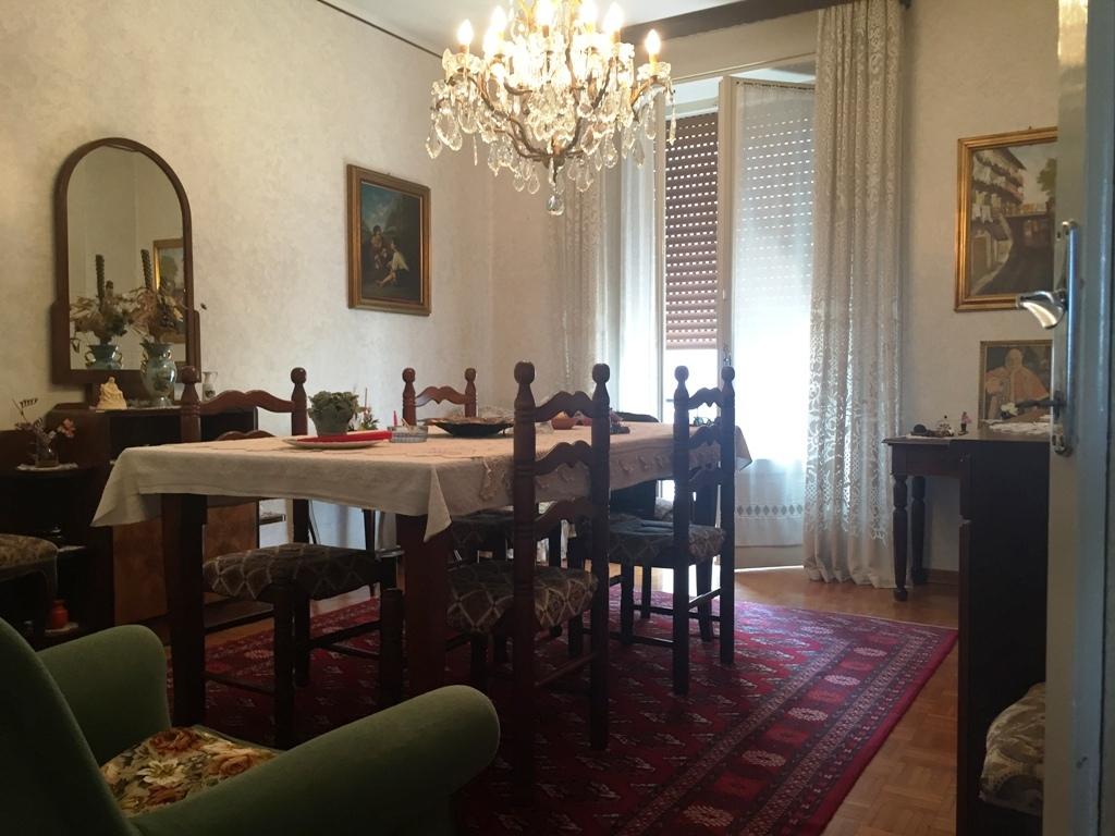 Appartamento in vendita a Busseto, 5 locali, prezzo € 69.000 | Cambio Casa.it