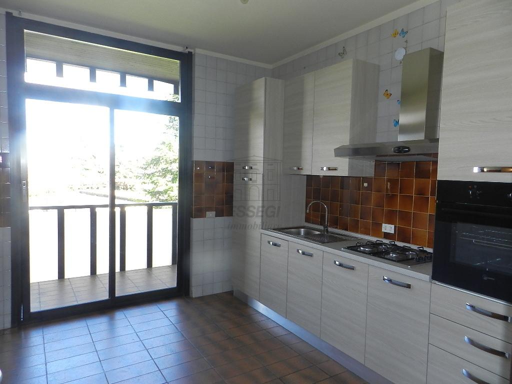 Appartamento in vendita a Lucca, 4 locali, prezzo € 170.000   Cambio Casa.it