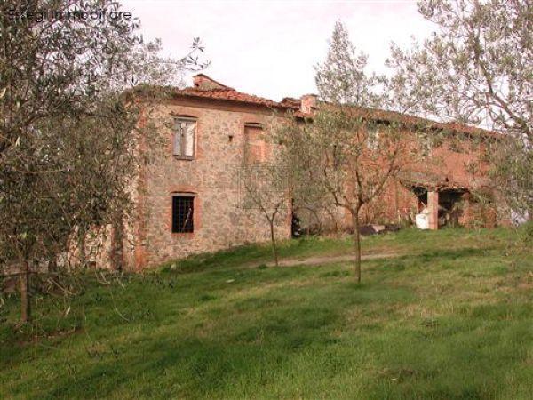 Rustico / Casale in vendita a Montecarlo, 15 locali, prezzo € 1.100.000   Cambio Casa.it