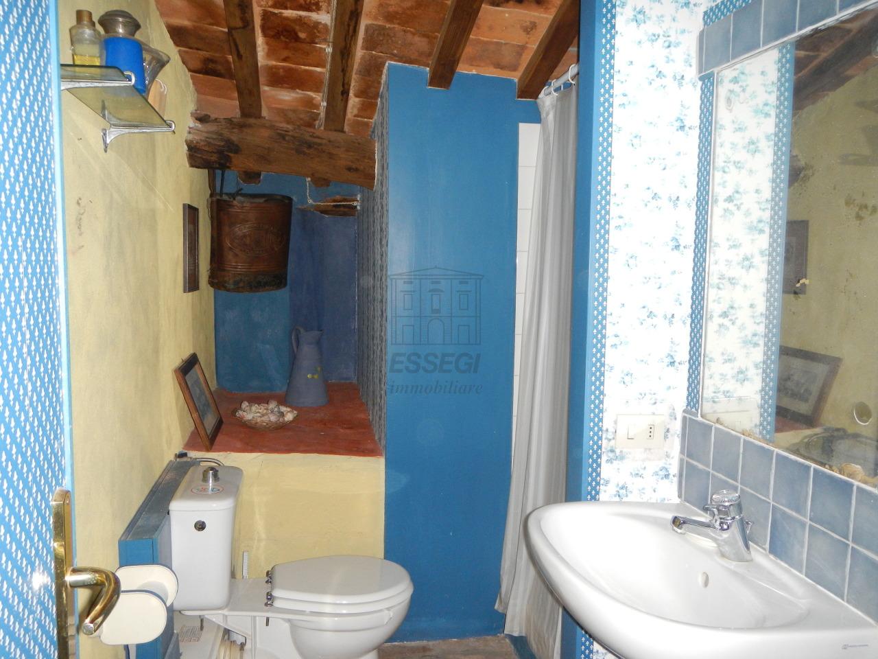 tipica casa toscana di paese sulle colline di lucca img 32