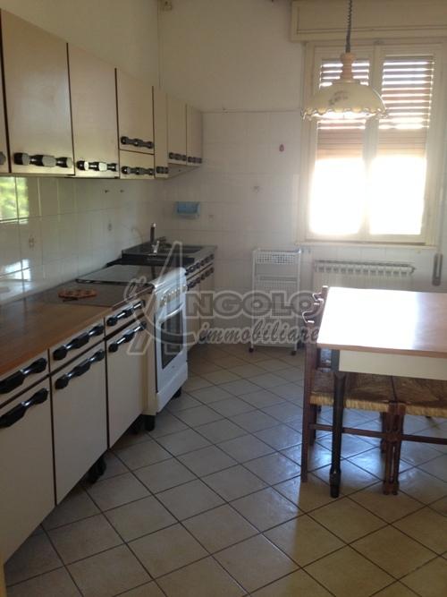 Appartamento in vendita a Fiesso Umbertiano, 4 locali, prezzo € 39.000 | Cambio Casa.it