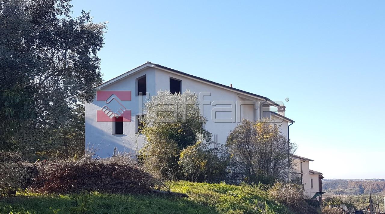 Villa in vendita a Casciana Terme Lari, 8 locali, prezzo € 350.000   CambioCasa.it