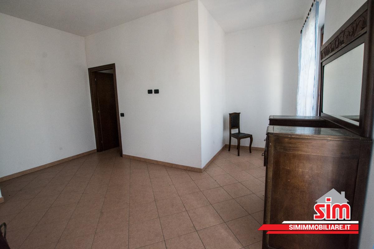 Bilocale Novara Via Valsesia Sn 9