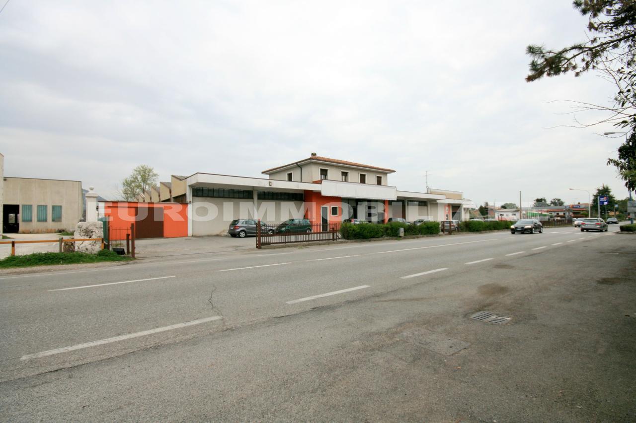Capannone in vendita a Rezzato, 13 locali, prezzo € 1.090.000   CambioCasa.it