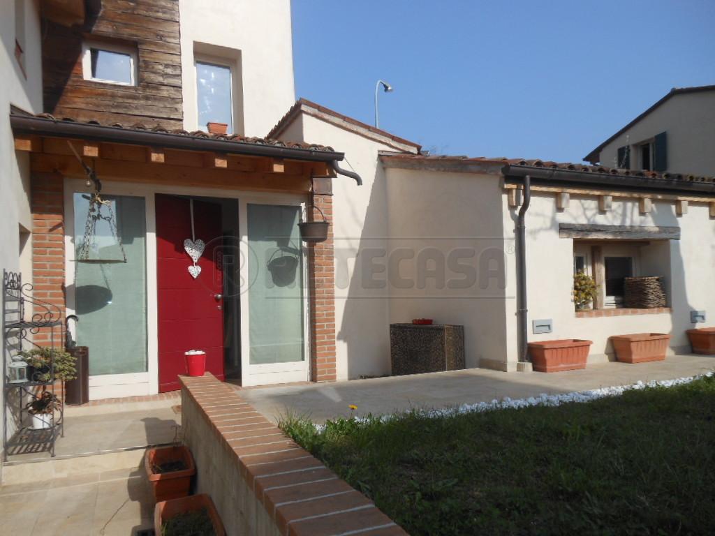 Rustico / Casale in vendita a Bassano del Grappa, 5 locali, prezzo € 298.000 | Cambio Casa.it