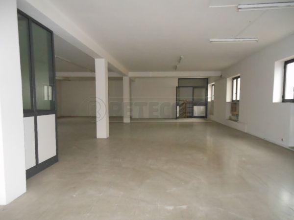 Negozio / Locale in affitto a Bassano del Grappa, 2 locali, prezzo € 800 | Cambio Casa.it