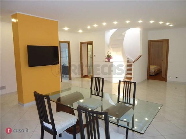 Villa in vendita a Loano, 10 locali, prezzo € 1.050.000 | Cambio Casa.it