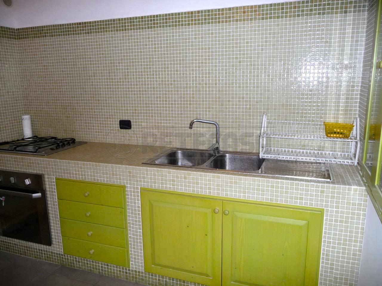 Soluzione Indipendente in affitto a Lecce, 4 locali, prezzo € 420   Cambio Casa.it