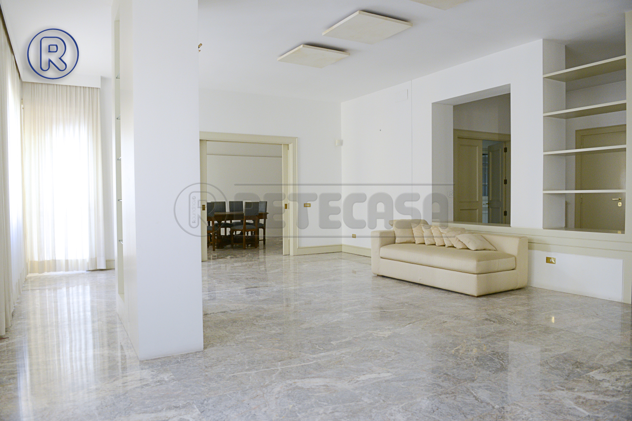Appartamento in vendita a Lecce, 8 locali, Trattative riservate | Cambio Casa.it