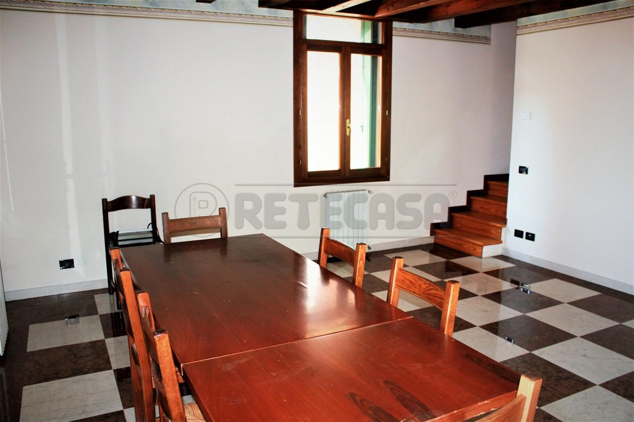 Attico / Mansarda in affitto a Montegalda, 7 locali, prezzo € 800 | Cambio Casa.it