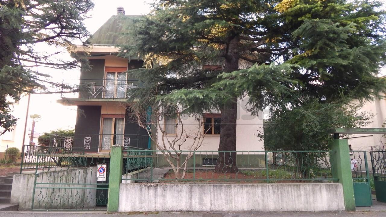 Appartamento in vendita a Monfalcone, 5 locali, prezzo € 75.000 | Cambio Casa.it