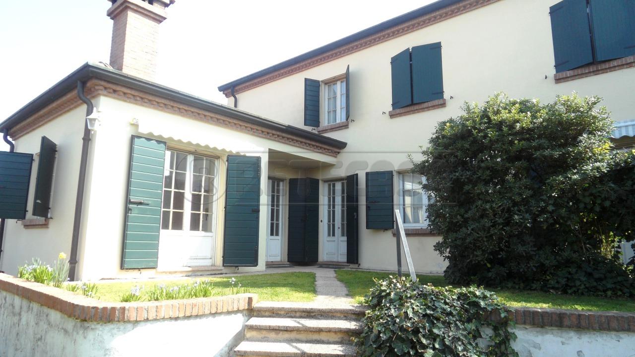 Villa in affitto a Castelbelforte, 9999 locali, prezzo € 600 | Cambio Casa.it
