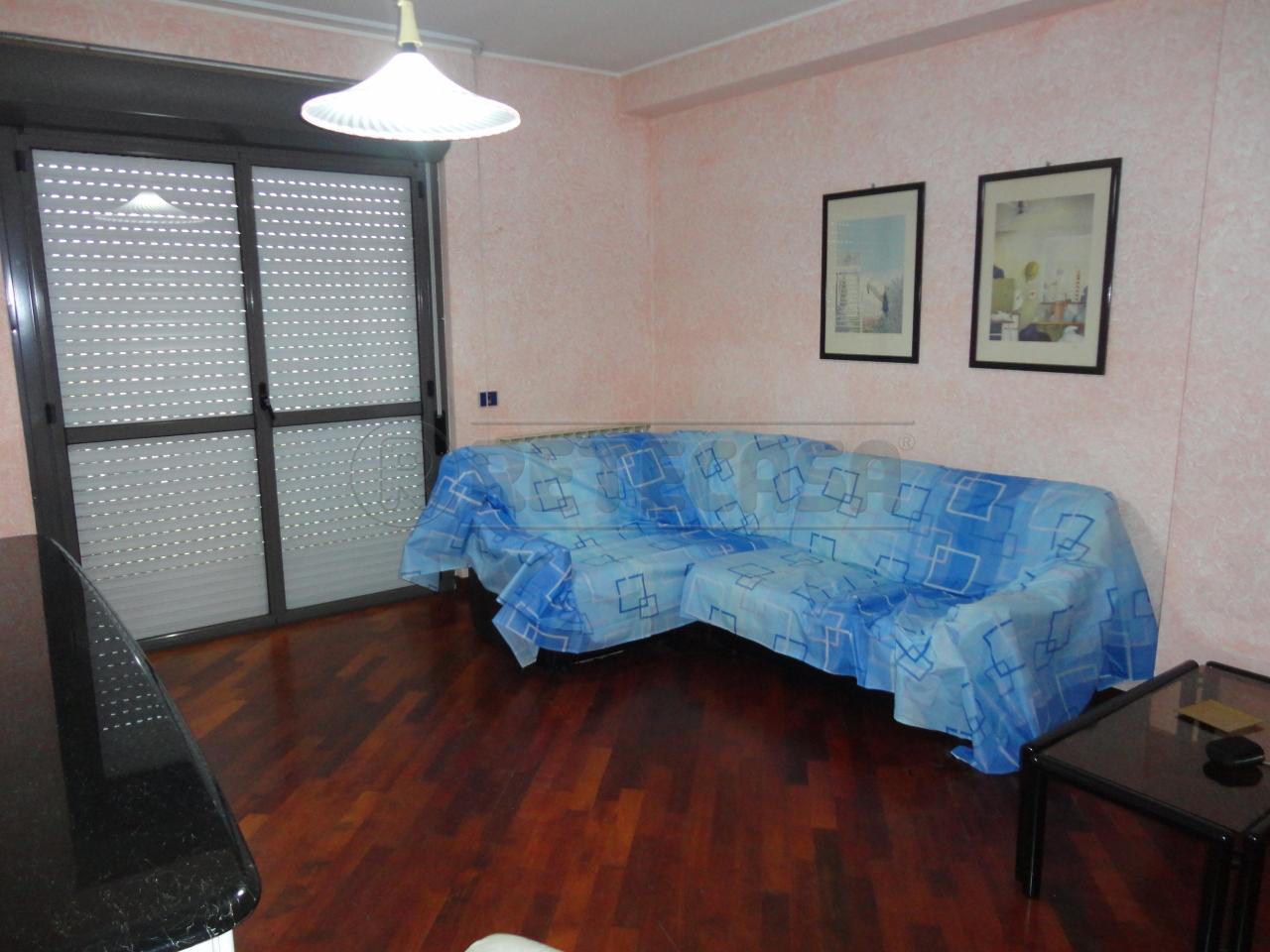 Appartamento in affitto a Catanzaro, 3 locali, prezzo € 420 | Cambio Casa.it
