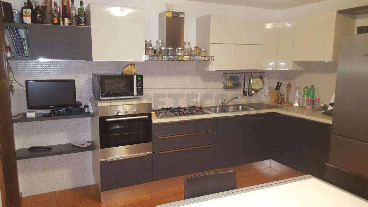 Appartamento in vendita a Vicenza, 4 locali, prezzo € 65.000 | Cambio Casa.it