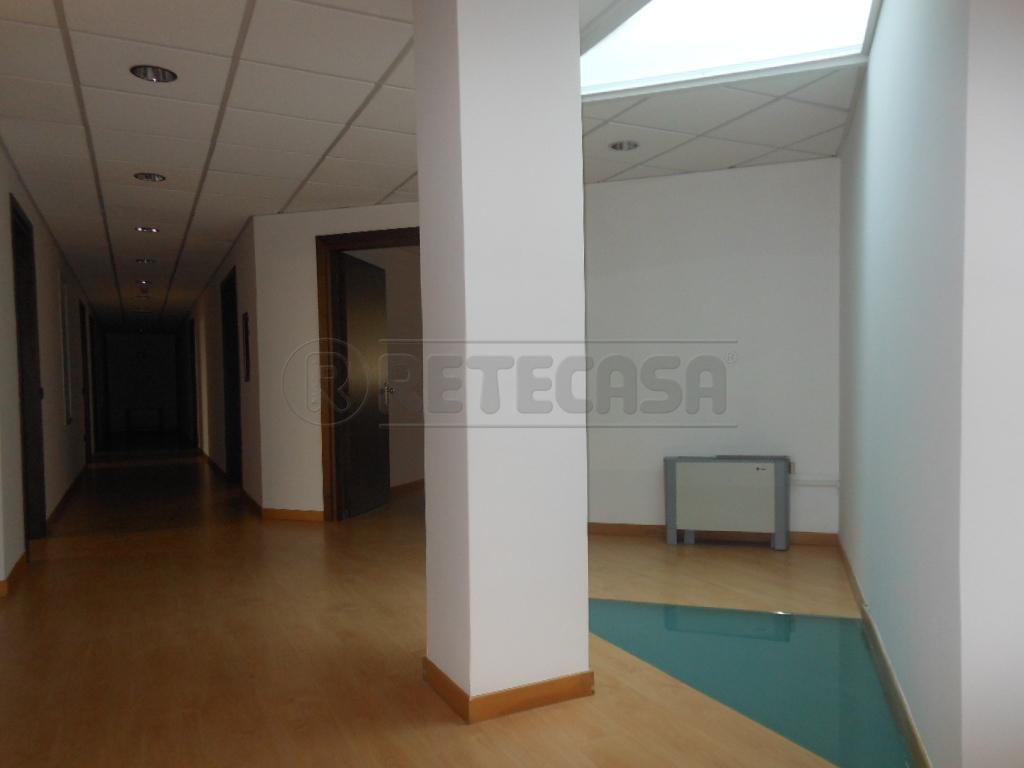 Ufficio / Studio in affitto a Bassano del Grappa, 7 locali, prezzo € 1.800 | Cambio Casa.it