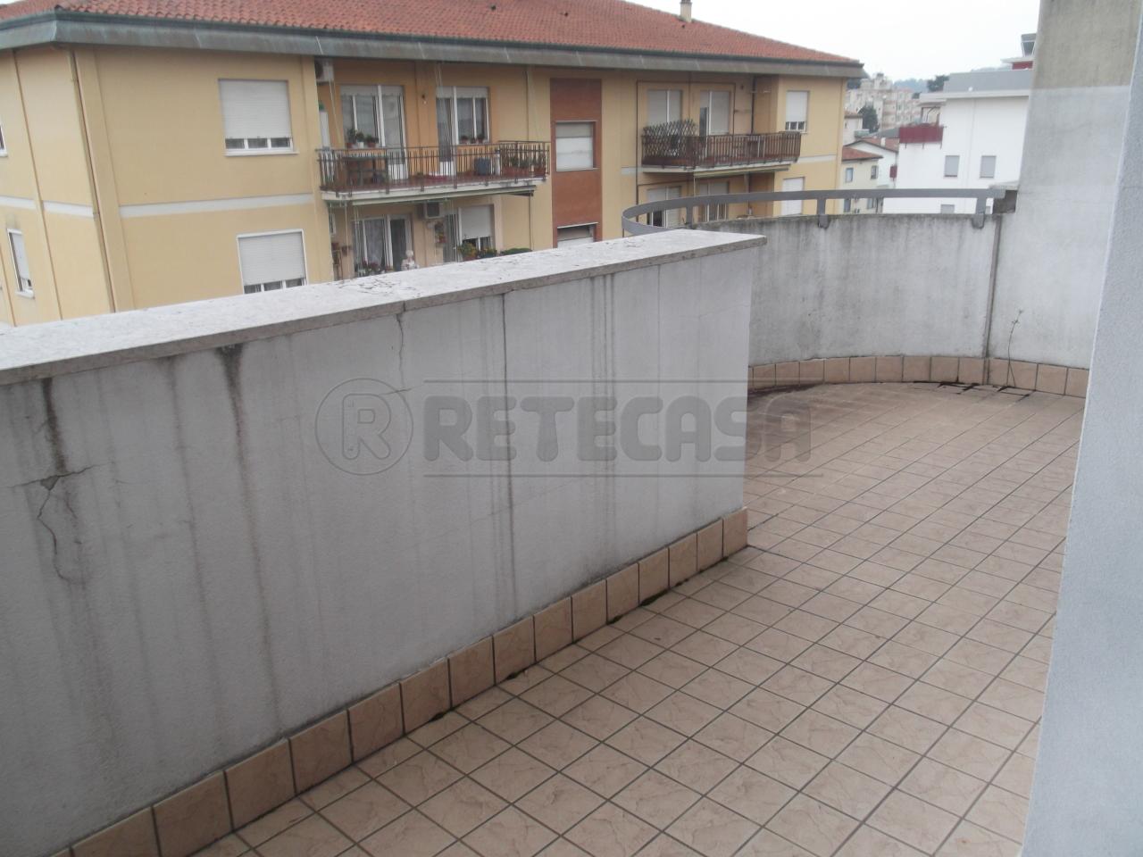 Appartamento in vendita a Vicenza, 4 locali, prezzo € 115.000 | Cambio Casa.it
