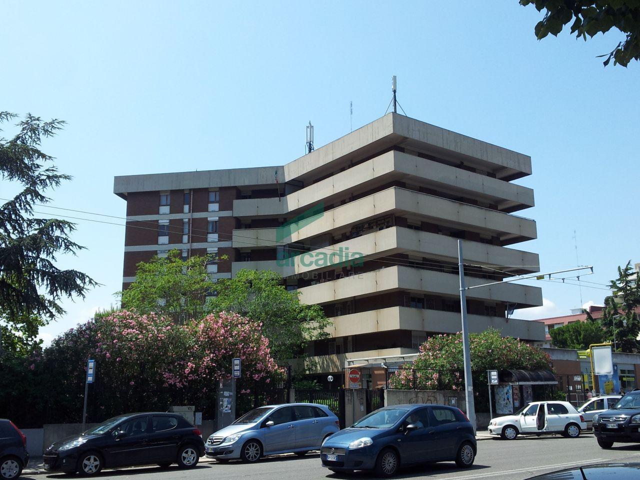 affitto ufficio bari   2000 euro  7 locali  240 mq