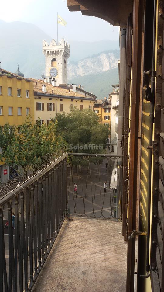 Bilocale Trento Piazza Lodron 1