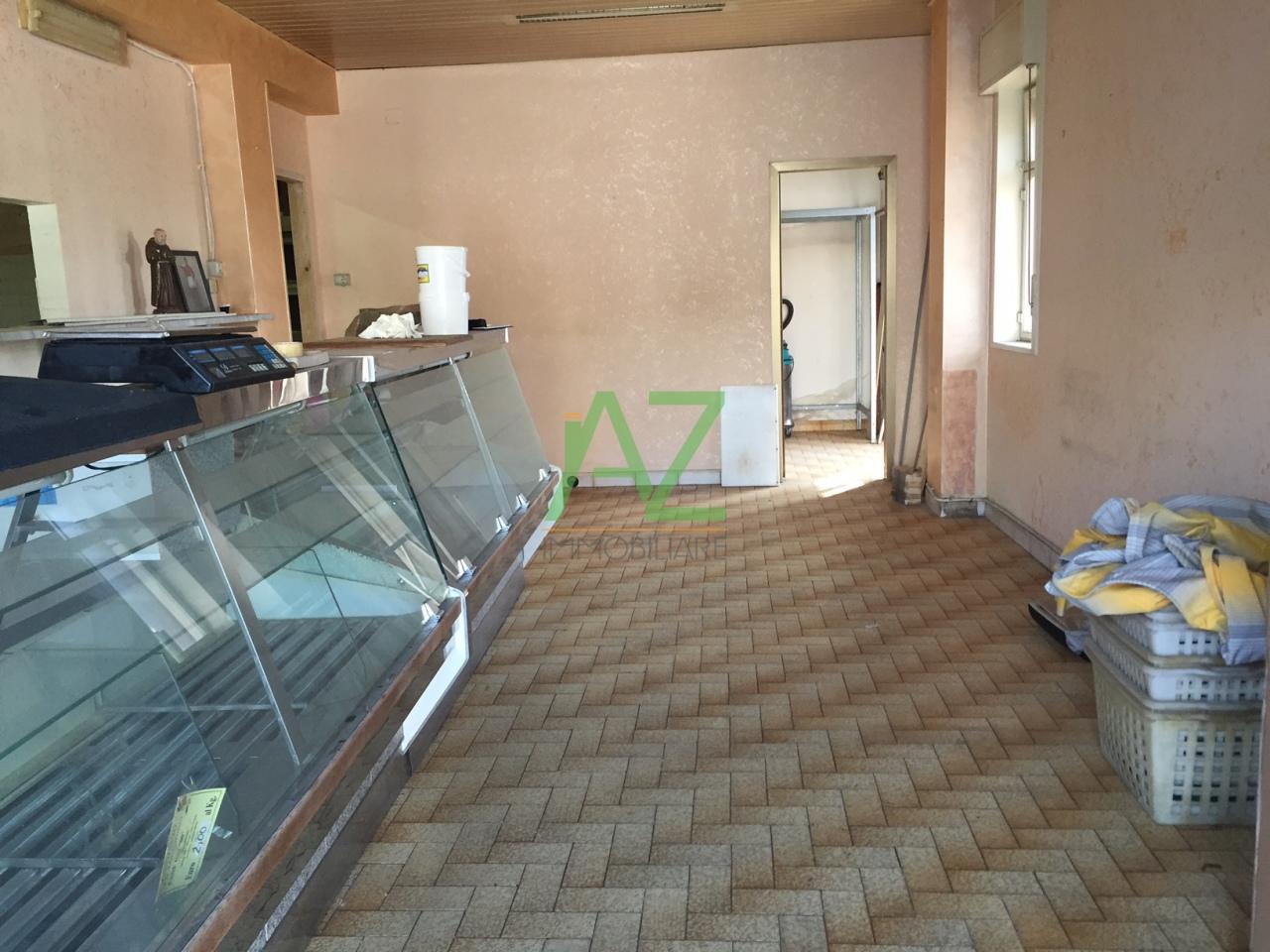 Negozio / Locale in affitto a Misterbianco, 2 locali, prezzo € 400 | Cambio Casa.it