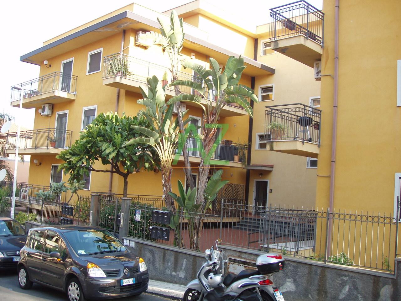 Appartamento in affitto a Motta Sant'Anastasia, 4 locali, prezzo € 425 | Cambio Casa.it