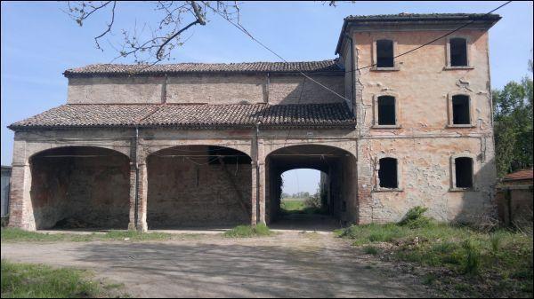 Rustico / Casale in vendita a Parma, 9999 locali, prezzo € 350.000   Cambio Casa.it