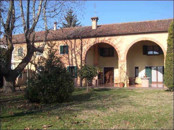 Rustico / Casale in vendita a Rubano, 9999 locali, prezzo € 700.000   CambioCasa.it