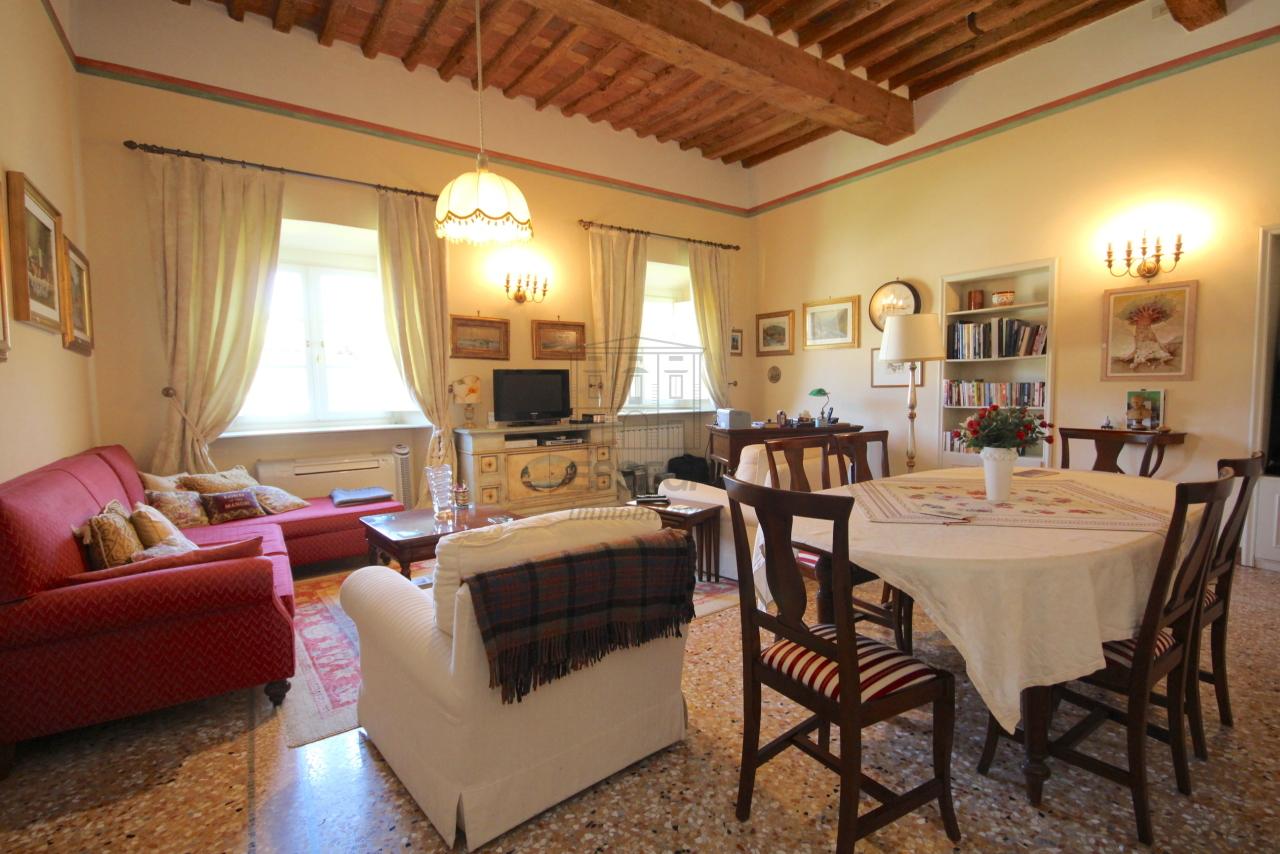 Appartamento Lucca Centro storico IA03340 img 4
