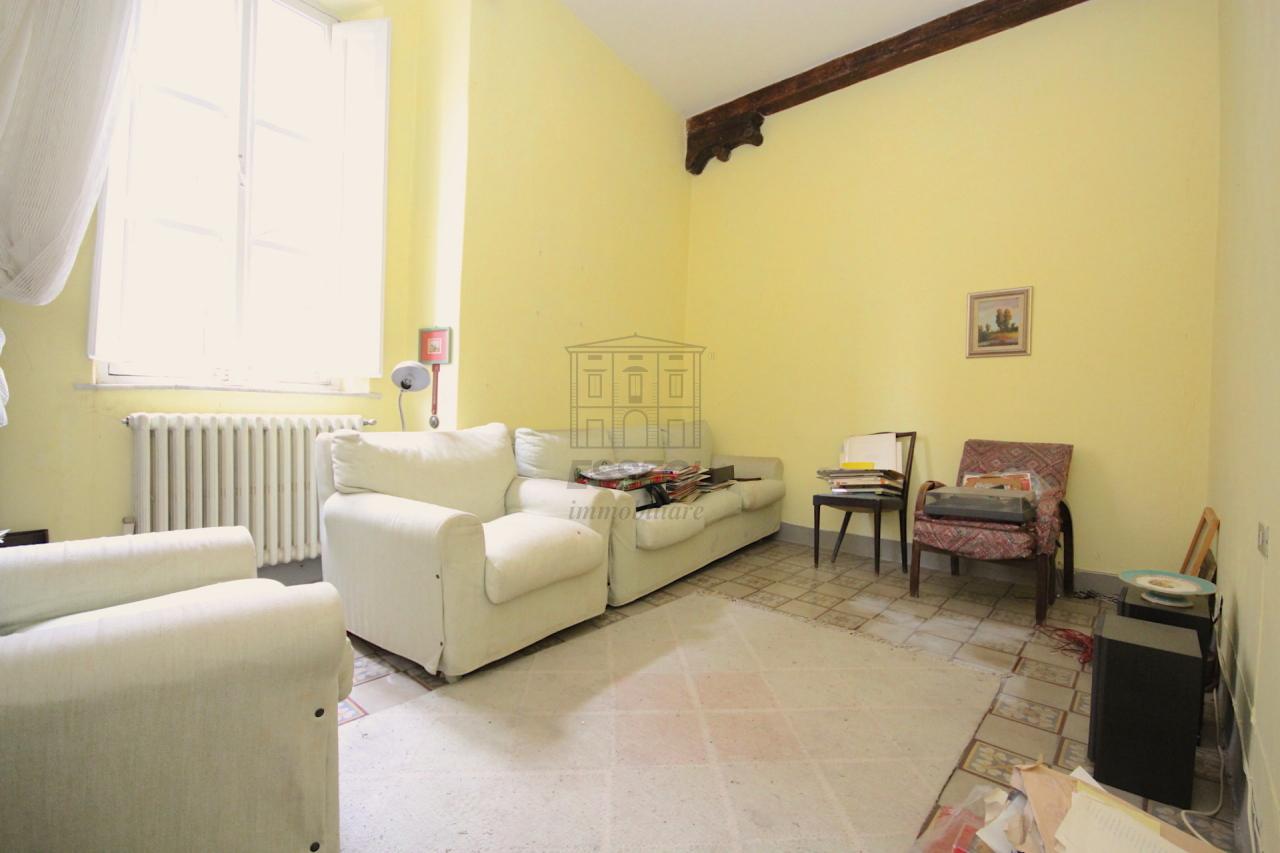 vendita appartamento lucca   270000 euro  6 locali  96 mq