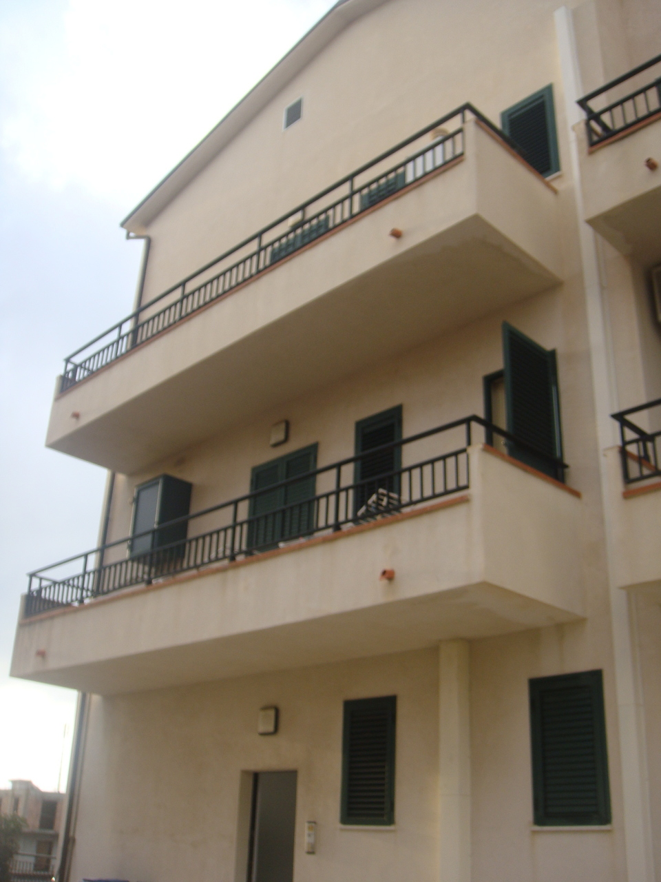 Appartamento in vendita a Motta San Giovanni, 6 locali, prezzo € 200.000 | Cambio Casa.it